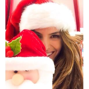 @iza_goulart Wishing you and your family a Merry Christmas and happy holidays!! Kisses.. Iza Desejo a você e sua família um Feliz Natal e Boas Festas!!! Beijos...Iza #feliz #xmas #celebration #amor #paz #family #itsallaboutlove
