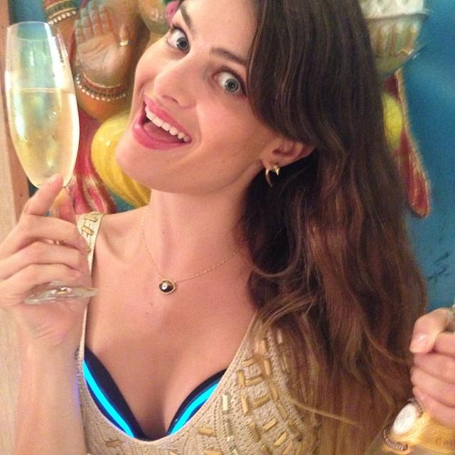 @isabellifontana_official: A vibe do ano novo aqui na house ... @unilingerie apavora!
