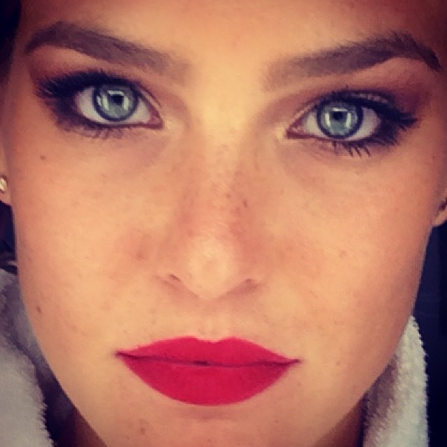 @barrefaeli: Red lips are my new thing. Whatcha thinking?