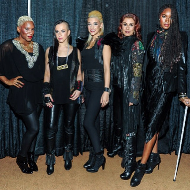 @damarislewis: Liv Warfield, 3rdEyeGirl (Donna, Hannah, and Ida) and Me at the Mohegan sun last week. #Prince #NPG