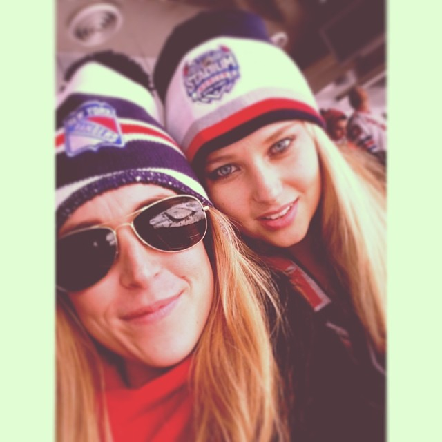 @genevievemorton: Rangers game with @jordannyst