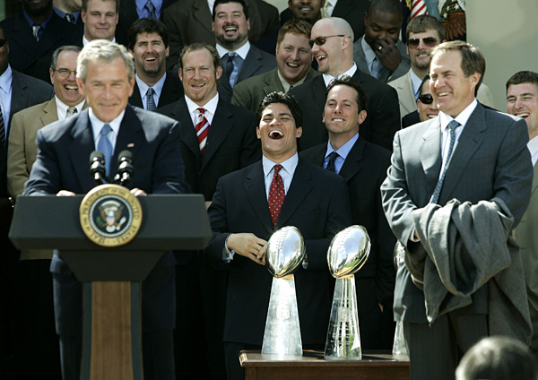 Bill Belichick, George W. Bush and the Patriots :: AP