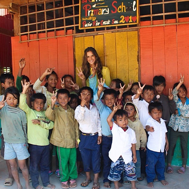 @iza_goulart: I felt blessed today by the kids of Cambodia. Took the opportunity to visit a local school and help the less fortunate people in our world. It reminded me of my own origins.