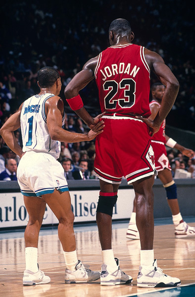 Muggsy Bogues and Michael Jordan :: David E. Klutho/SI