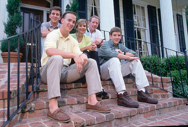 The Manning family poses for a family photo prior to the start of the 1996 college football season. (Bill Frakes/SI)