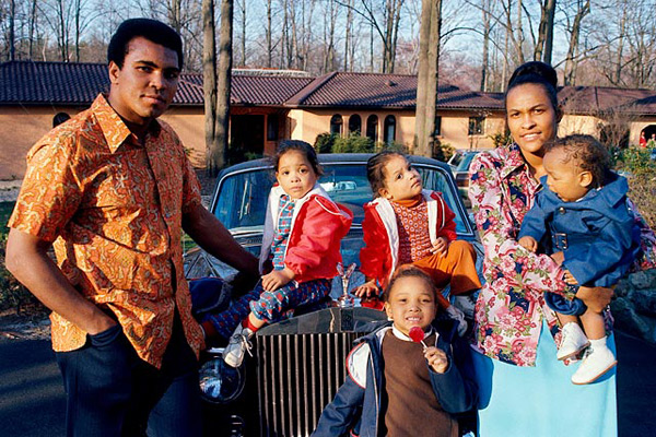 Muhammad Ali and family :: Neil Leifer/Si