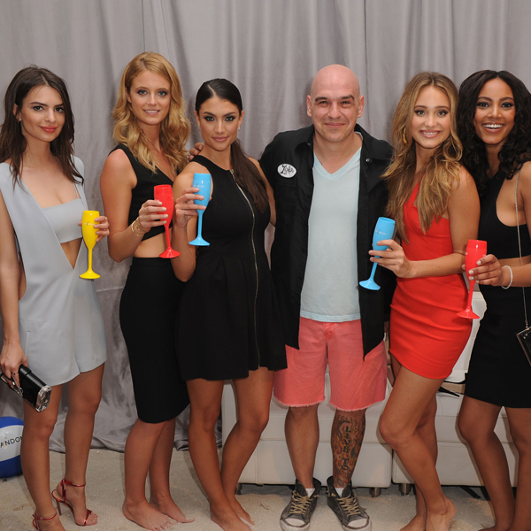Michael Symon poses with Sports Illustrated swimsuit models :: Getty Images