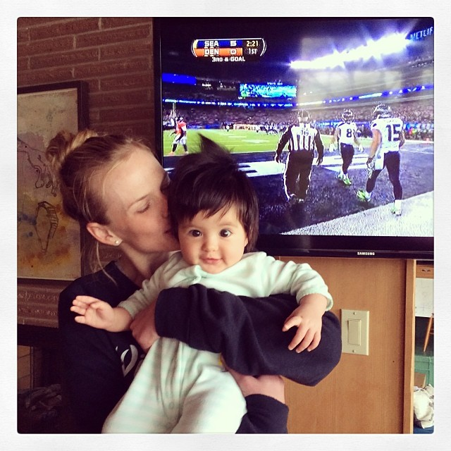 @annevofficial: Super Bowl party! Go @seahawks! #superbowl