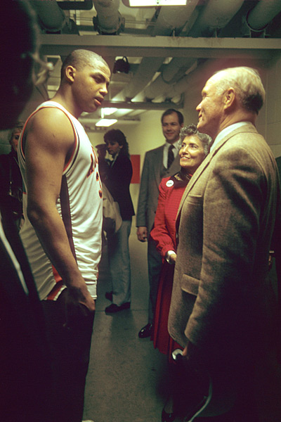 Charles Barkley and John Glenn :: George Tiedemann/SI