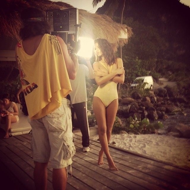 @crisurena: Behind the scene St.Lucia #Bodypaint #swimsuit #SISwim50 @walteriooss @mj_day @ja_neyney @darciebaum @si_swimsuit