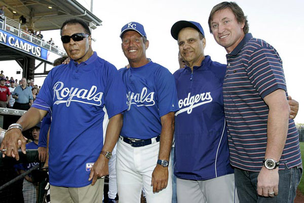 Muhammad Ali and Wayne Gretzky :: Tony Gutierrez/AP