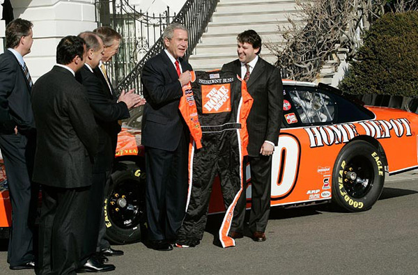 Tony Stewart and George W. Bush (2006) :: Getty Images