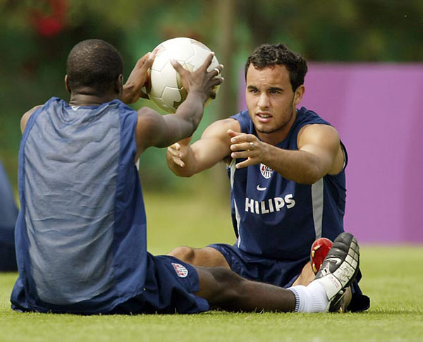 Landon Donovan and DaMarcus Beasley (2002) :: Brian Bahr/Getty Images