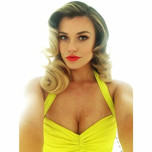 @samanthahoopes_: Love this color for summer!  @johnrussophoto @anthonymerante@platformgirl @lightaaron #selfie #summer