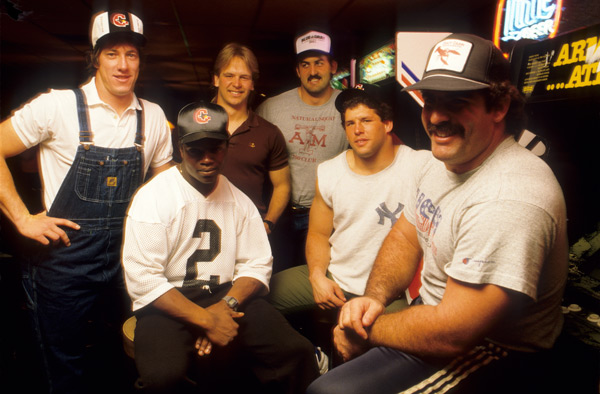 Jim Kelly and Houston Gamblers teammates (1984) :: Lane Stewart/SI