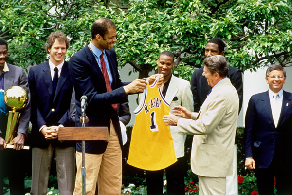 Los Angeles Lakers and Ronald Reagan (1985) :: Andrew D. Bernstein/NBAE via Getty Images