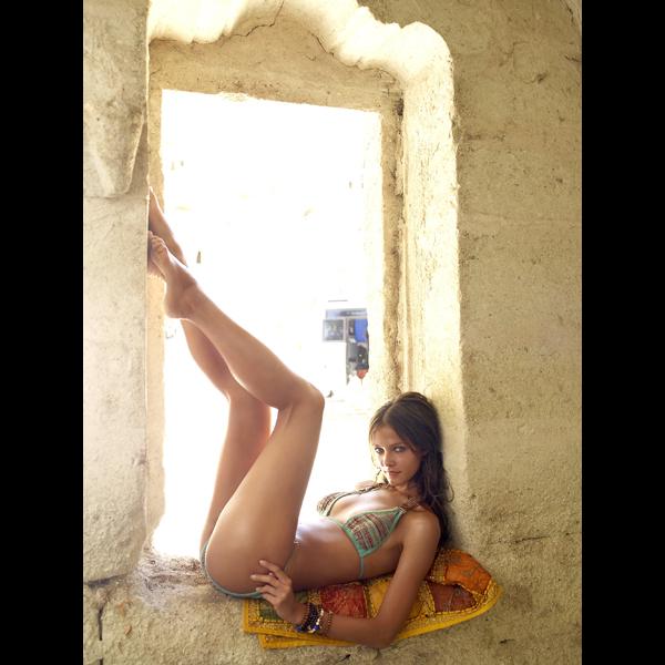 Lucia Dvorska in Turkey, 2009 :: Yu Tsai/SI