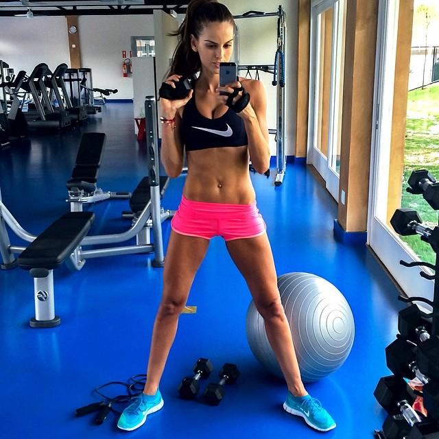 @iza_goulart: Just Do It!! #BodyByIza Sunday workout!! É isso ai!!! Malhação #BodyByIza no domingo!! #Motivação #sunday #workout #motivation #healthy #saúde#sportwear #lookoftheday #geracaosaude