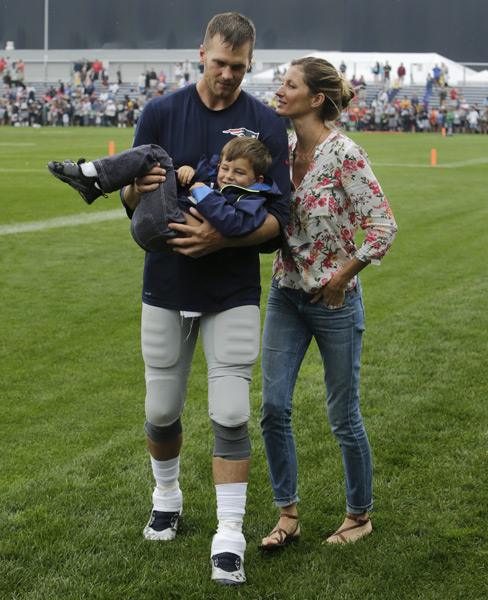 Tom Brady and Gisele Bundchen :: AP