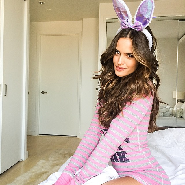@iza_goulart: Happy Easter everyone!! I am wishing you a extraordinary and joyful Easter!!!! Feliz Páscoa!!! #easter#happiness #feliz #love #grateful #joy #perfectweekend #homesweethome#nyc