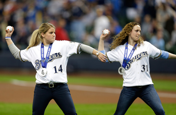 Brianna Dekker and Jessica Vetter (Brewers) :: Getty Images