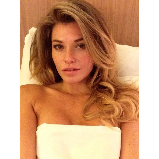 @samanthahoopes_: Bed time #rainraingoaway