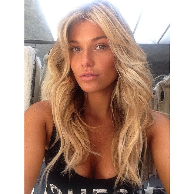 @samanthahoopes_: Lunchtime selfie