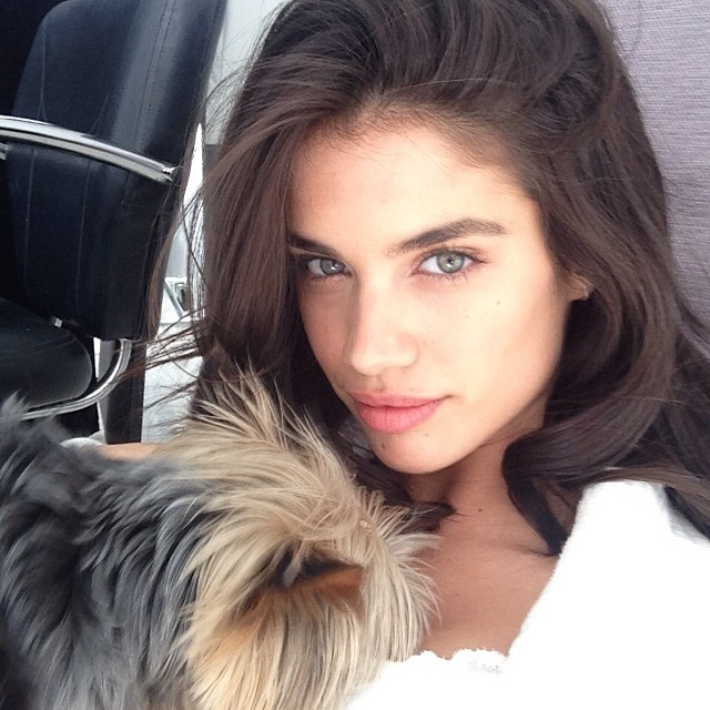 @sarasampaio: Back to work with @victoriassecret and getting some love on set from@theadventuresoffloyd