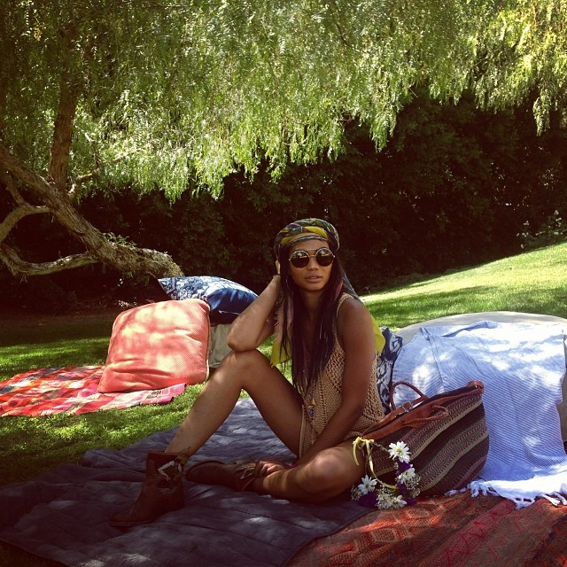 @chaneliman: Beneath the willow loving life