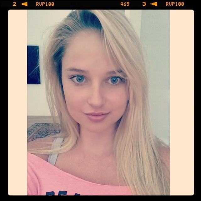 @genevievemorton: Time for gym, but first let me take a selfie #butfirstletmetakeaselfie