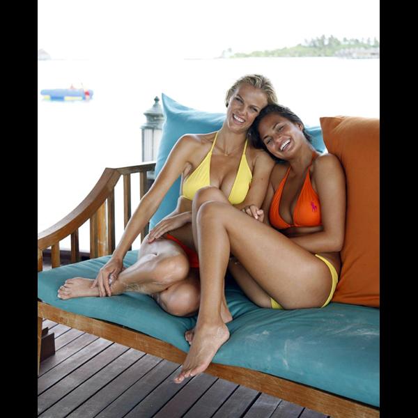 With Brooklyn Decker in the Maldives, 2010 :: Walter Iooss Jr./SI