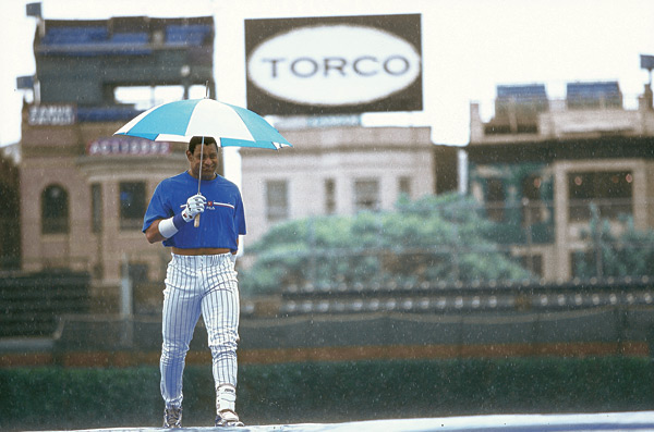 Sammy Sosa stays dry before a 2000 game against the Expos. (Al Tielemans/SI