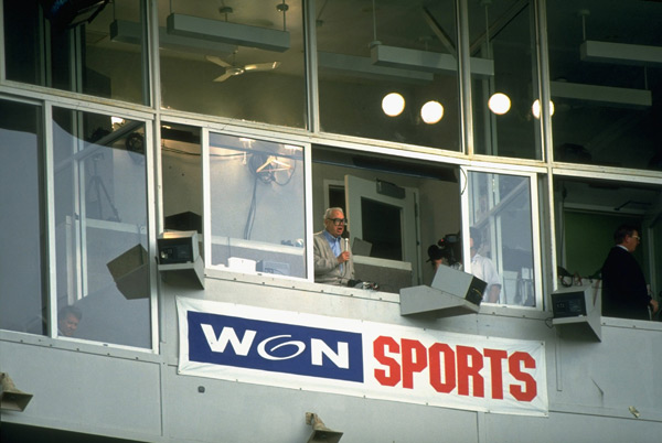Cubs announcer Harry Caray leads the crowd in a version of 'Take Me Out to the Ballgame.' (Todd Rosenberg/SI)
