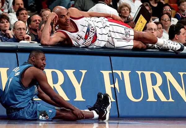 Charles Barkley and Reggie Jordan, 1998 :: AP