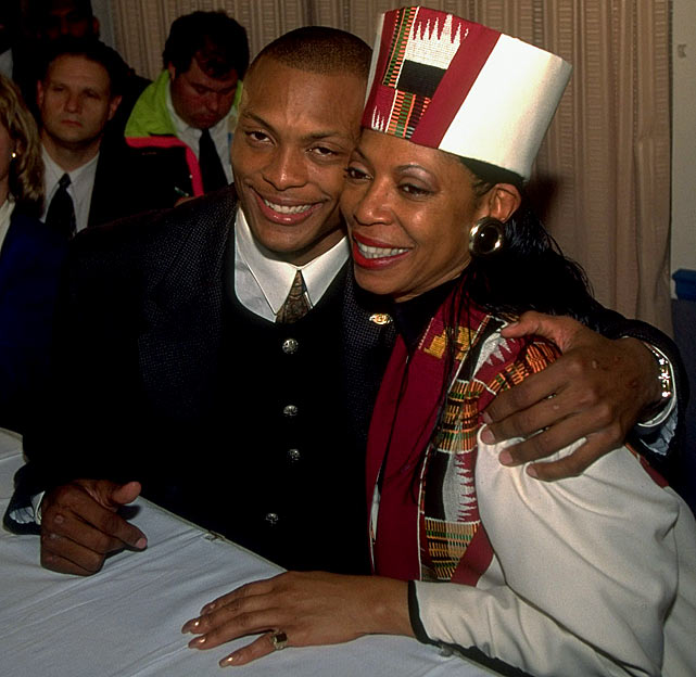 Eddie George and his mother :: John Iacono:SI