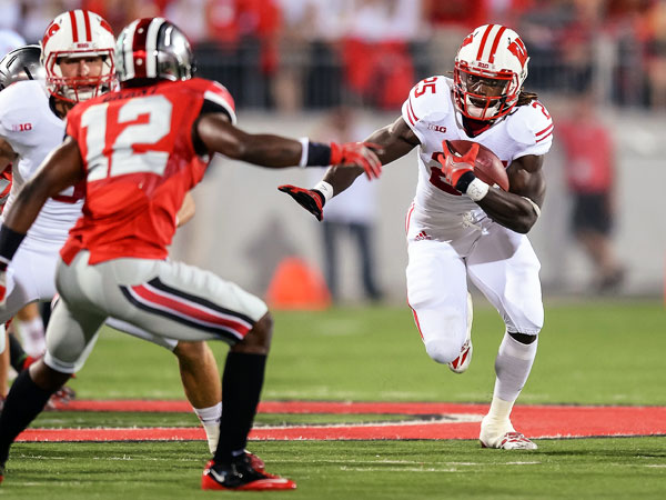 Wisconsin's Melvin Gordon (25) averaged a staggering 7.8 yards per carry in 2013.