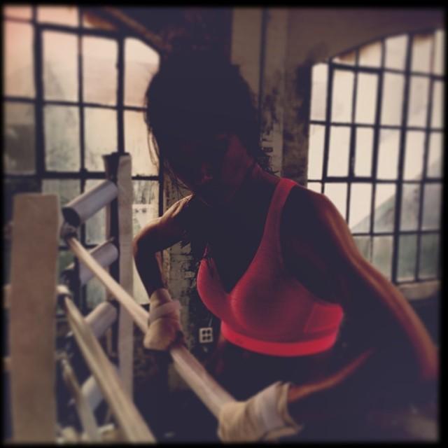 @lilyaldridge is maybe wearing a glow in the dark sports bra in the boxing ring