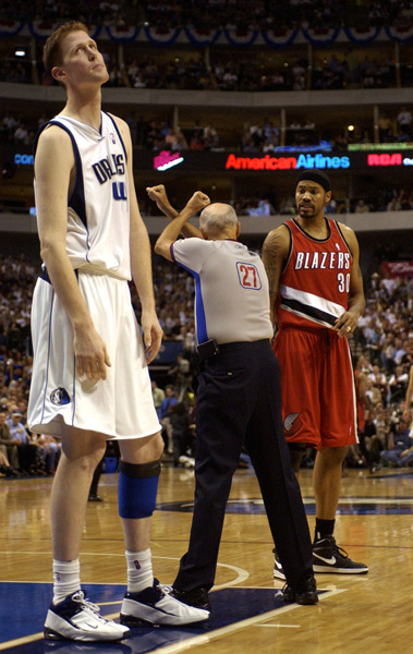 Shawn Bradley and Rasheed Wallace, 2003 :: AP