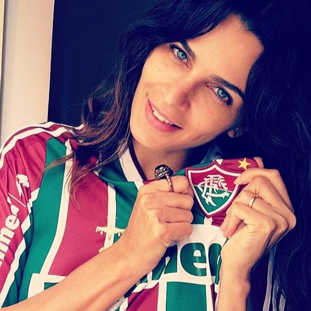 @fernandamottaofficial: Não resisti e tive que postar essa foto, com todo o respeito aos São Paulinos! Meu Flu está arrasando hoje!!! #souflu #fluminense #soutricolor#respeiteaminhaopiniao
