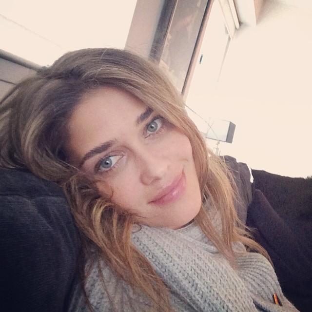 @anabbofficial: Good morning ready to go ! Bom dia mais um dia de trabalho #sextafeira#friday #fun #weekend