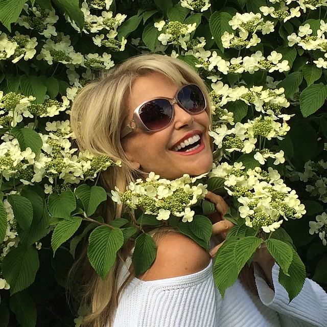 @christiebrinkley: Darlings! This pastel pair of sunglasses made me feel like such a star I had to wrap my flowers round my neck like a Summer Stole! Ou la la!#walmartvisioncenter #christiebrinkleyeyewear summerpromotion only $19.00!