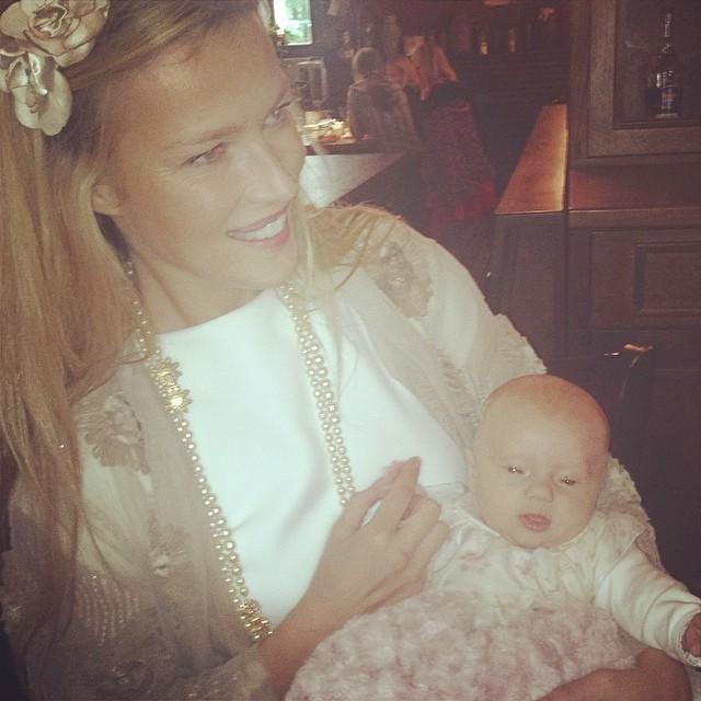 @czechstervv: She finally woke upemojiemojiemoji #Goddaughter #babygirl @misakras