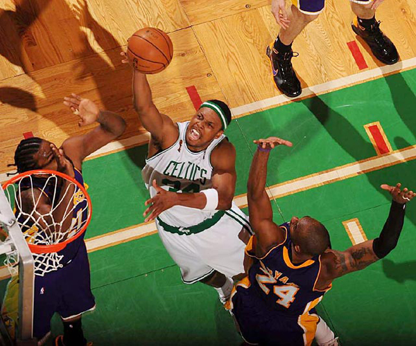 Paul Pierce, 2008 :: Bob Rosato/SI