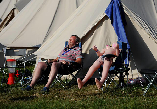A bored fan (and his friend) take in the 24 Hours of Le Mans in western France. (Getty Images)
