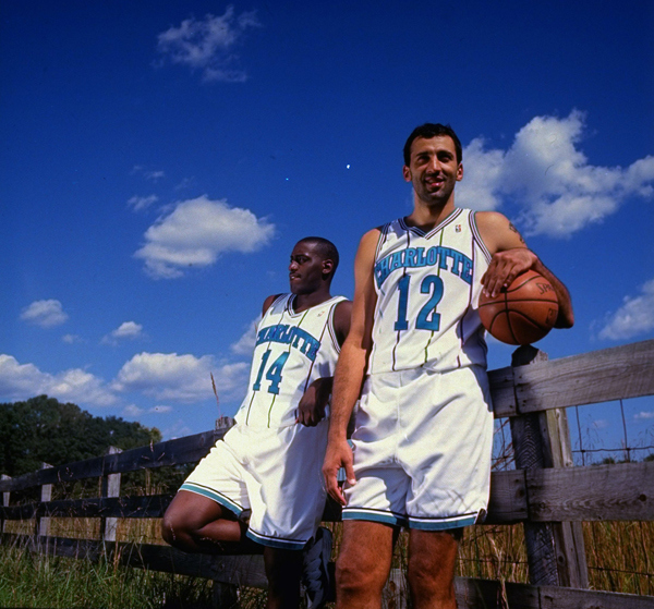 Anthony Mason and Vlade Divac :: Jim Gund/SI