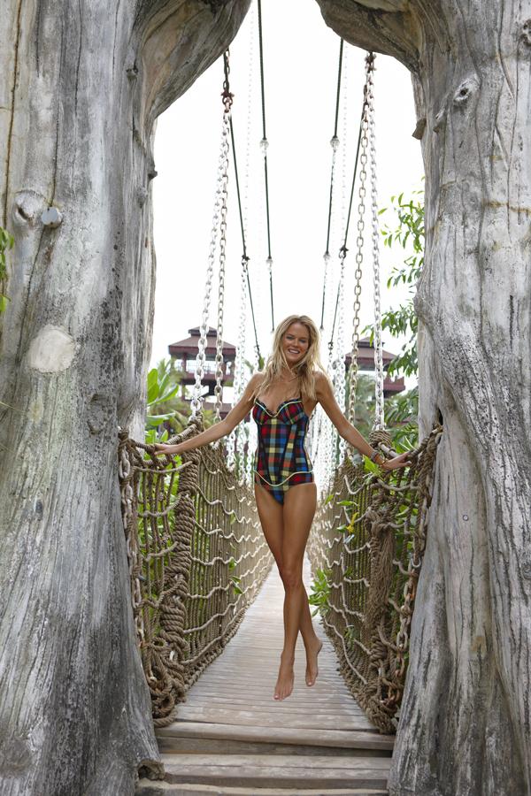 Singapore, Swimsuit 2011 :: Steve Erle/SI
