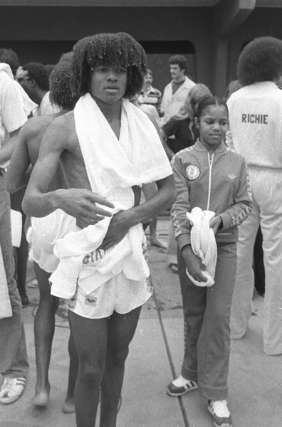 Jackson and sister Janet take a swim in March 1977. (Getty Images)