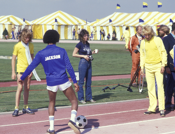 Rod Stewart and Jackson warm up before a 1978 soccer game at the First Annual Rock N Roll Sports Classic. (Getty Images)