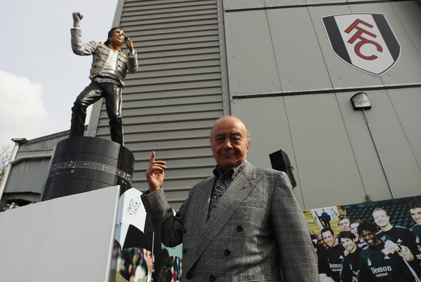 Fulham chairman Mohamed Al Fayed unveils a statue in tribute to Michael Jackson in April 2011. (Getty Images)
