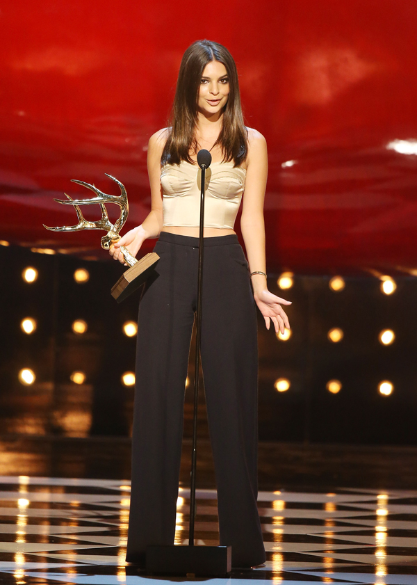 Emily Ratajkowski accepts the Our New Girlfriend award :: FilmMagic